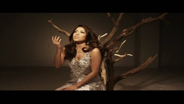 [2009.03.04] Yuna Ito - trust you (DVD) [480p]   - eimusics.com.mkv_snapshot_00.51_[2015.12.09_23.53.19]